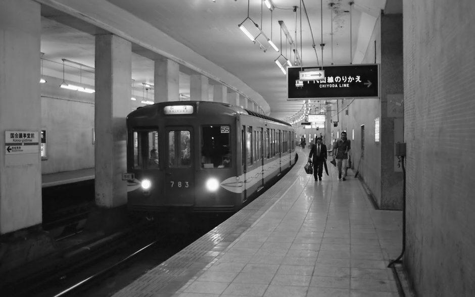 El tren rojo de la línea Marunouchi antes de venir a la Argentina